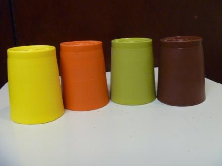 09 1970sTupperwareTumblersSpiceMarket 2